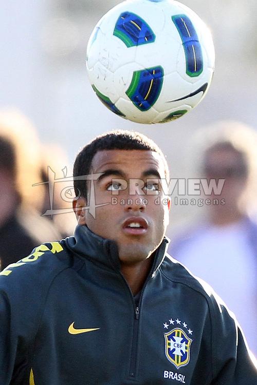 O jogador da Seleção Brasileira de Futebol, Lucas durante treino no C T do Corinthians, em São Paulo. FOTO: Jefferson Bernardes/Preview.com