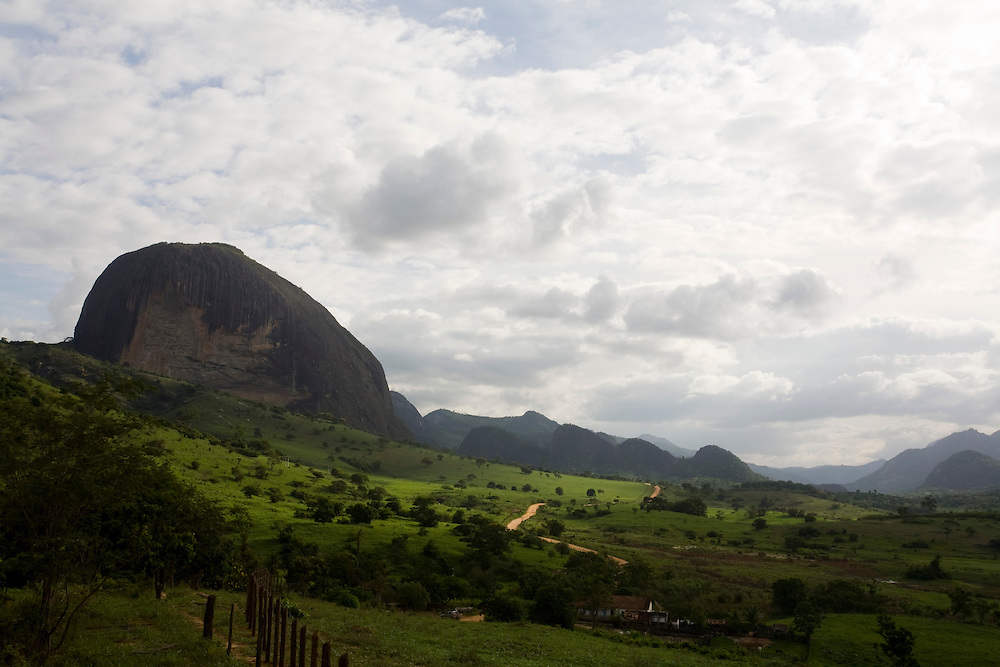 Santa Maria do Salto_MG, Brasil...Paisagem rural com montanha em Santa Maria do Salto, Minas Gerais...A rural landscape with mountain in Santa Maria do Salto, Minas Gerais...Foto: LEO DRUMOND / NITRO.