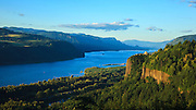 USA, Oregon,Chanticleer Point, Vista House and the Columbia Gorge.