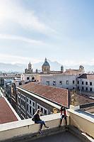 PALERMO, 9 MARZO 2017:  Due ragazze si rilassano sulla terrazza della chiesa del SS Salvatore in corso Vittorio Emanuele a Palermo, il 9 marzo 2017.