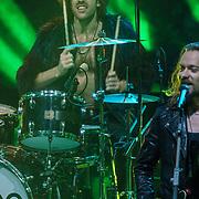 NLD/Hilversum/20190201- TVOH 2019 1e liveshow, optreden Navarone met oa  zanger Merijn van Haren, gitaar Kees Lewiszong, bas Bram Versteeg, drums Robin Assen, gitaar, zang Roman Huijbreghs