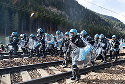 """07.05.2016, Grenzübergang, Brenner, ITA, Demonstration gegen Grenzsicherungsmaßnahmen am Brenner. Linksaktivisten rufen unter dem Motto """"Tag des Kampfes"""" zur Demonstration am Brenner auf, im Bild Grossaufgebot an Einsatzkräften // Left activists call under the slogan """"Day of the Fight"""" to Demonstration at the border """"Brenner"""". The demonstration is directed against the planned border security measures at the border from Italy to Austria, The Brenner Pass is one of the most important border crossings in Europe. Brenner, Italy on 2016/05/07. EXPA Pictures © 2016, PhotoCredit: EXPA/ Johann Groder"""