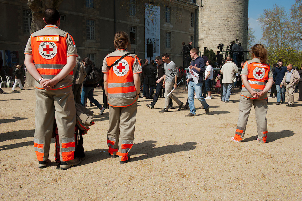 Meeting in Tours van François Hollande, kanidaat van de Partie Socialiste bij de Franse  Presidentsverkiezingen. Rode kruis.