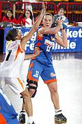 DESCRIZIONE : LA SPEZIA CAMPIONATO ITALIANO DI BASKET FEMMINILE LEGA A1 2004-2005<br />GIOCATORE : SARENAC<br />SQUADRA : COCONUDA MADDALONI<br />EVENTO : CAMPIONATO ITALIANO BASKET FEMMINILE LEGA A1 2004-2005<br />GARA : FAMILA SCHIO-COCONUDA MADDALONI<br />DATA : 17/10/2004<br />CATEGORIA : PASSAGGIO<br />SPORT : Pallacanestro<br />AUTORE : Agenzia Ciamillo-Castoria/L.VILLANI