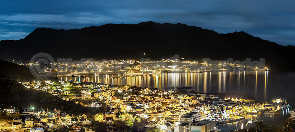 Fosnavåg city is the municipal center of Herøy in Møre og Romsdal county, Norway. Long exposure night photography   Fosnavåg by er kommunesenteret i Herøy kommune, Møre og Romsdal. Nattbilde med lang eksponering.