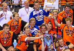 02-06-2011 HANDBAL: BEKERFINALE HURRY UP - O EN E: ALMERE<br /> Het team van Kremer Hurry Up met de beker<br /> ©2011-FotoHoogendoorn.nl / Peter Schalk