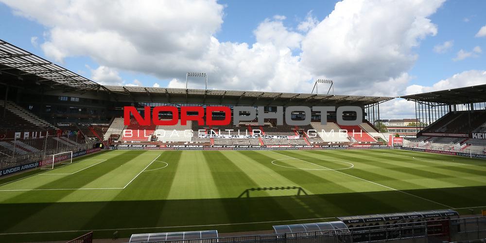 nph00001  17.05.2020 --- Fussball --- Saison 2019 2020 --- 2. Fussball - Bundesliga --- 26. Spieltag: FC Sankt Pauli - 1. FC Nürnberg ---  DFL regulations prohibit any use of photographs as image sequences and/or quasi-video - Only for editorial use ! --- <br /> <br /> Leeres Millerntor-Stadion - Spruchband: Fussball lebt durch seine Fans - Reformen jetzt! <br /> <br /> Foto: Daniel Marr/Zink/Pool//via Kokenge/nordphoto