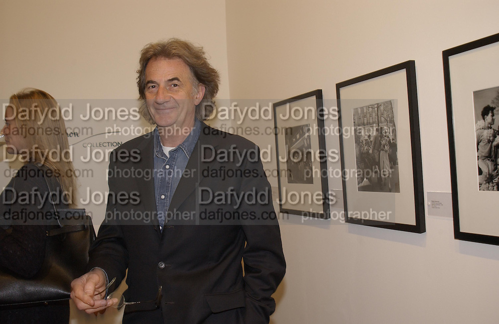 Paul Smith. Robert Doisneau exhibition preview. Hamiltons. 20 November 2001. © Copyright Photograph by Dafydd Jones 66 Stockwell Park Rd. London SW9 0DA Tel 020 7733 0108 www.dafjones.com