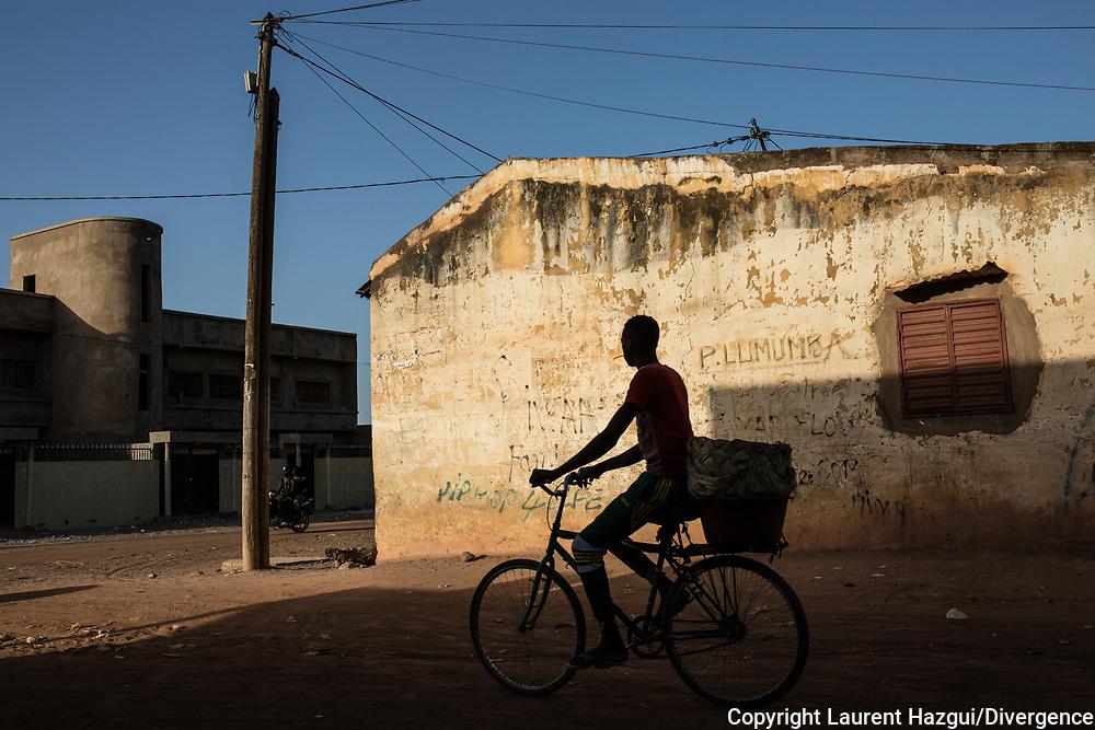 Mai 2018. Les Disparus - Sénégal Episode 2. Région de Tambacounda à l'est du Sénégal. Atmosphère à Tambacounda. Streetphoto.