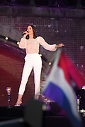 Bevrijdingsconcert - 5 mei-concert op de Amstel, Amsterdam. // Liberation Concert - 5 May concert on the Amstel<br /> <br /> Op de foto:   Maan de Steenwinkel