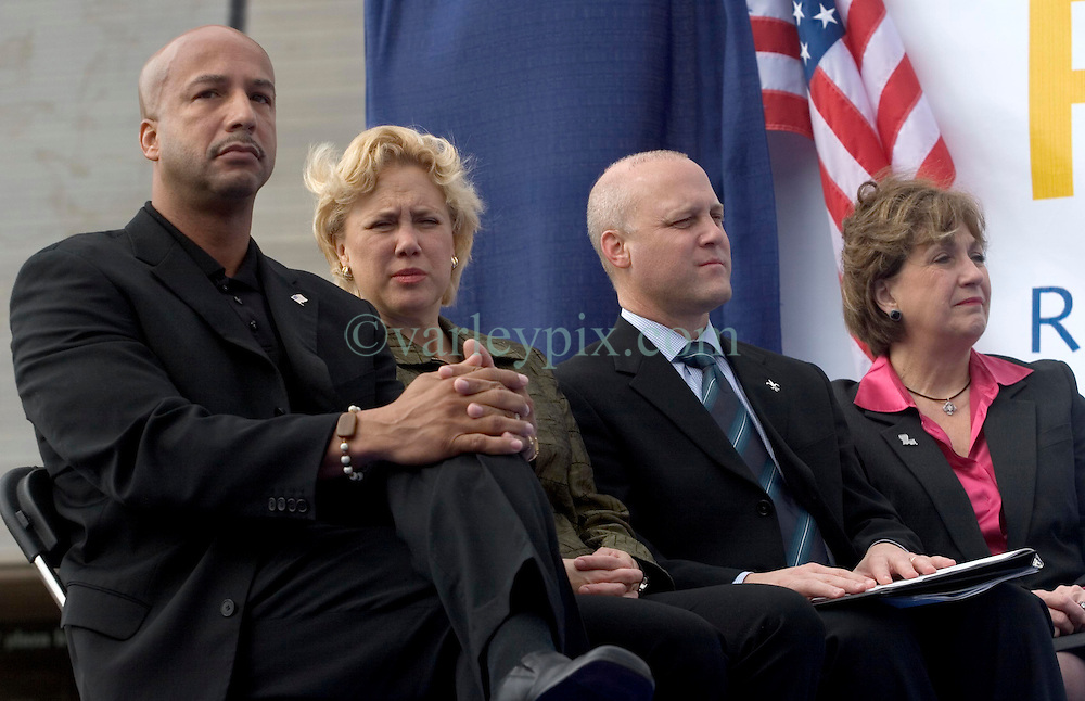 1st January, 2006. New Year's Day in New Orleans, Louisiana. Louisiana Rebirth interfaith service at the Superdome rings out the old disasterous 2005 and rings in what politicians and locals hope will be a successful 2006. Politicians (from left) Mayor Ray Nagin, US Senator Mary Landrieu, Lieutenant Govenor Micth Landrieu and Govenor Kathleen Blanco give praise for a better year with religious leaders.<br /> Photo; Charlie Varley/varleypix.com