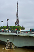 France, Paris, Inondations du 3 juin 2016, pont de l'Alma // France, Paris, flood of June 3 2016, Alma Bridge