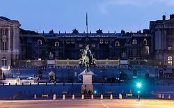 THEMENBILD - Schloss Versailles am Abend in der blauen Stunde, aufgenommen am 08. Juni 2016 in Versailles, Frankreich // Castle Versailles in the evening in the blue hour, Versailles, France on 2016/06/08. EXPA Pictures © 2017, PhotoCredit: EXPA/ JFK