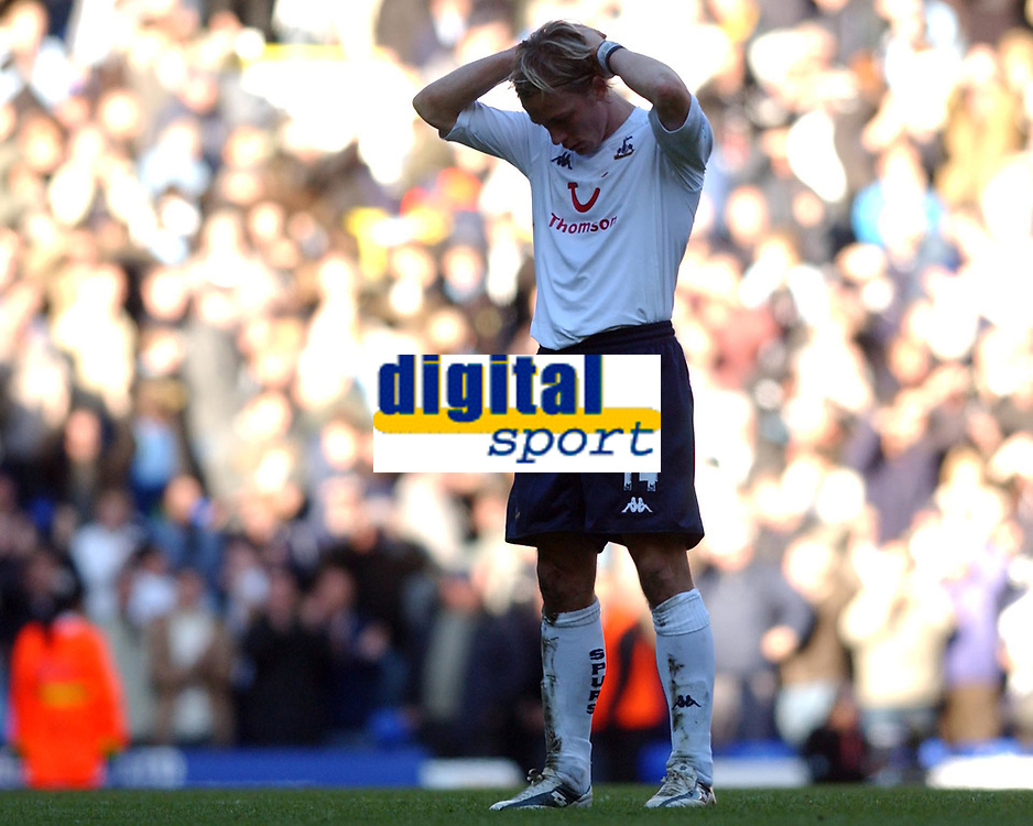 Fotball<br /> England 2004/2005<br /> Foto: SBI/Digitalsport<br /> NORWAY ONLY<br /> <br /> Tottenham Hotspur v Arsenal<br /> 13/11/2004<br /> <br /> Spurs' Erik Edman shows his dissapointment at his sides loss