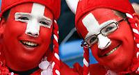 GEPA-0706086062 - BASEL,SCHWEIZ,07.JUN.08 - FUSSBALL - UEFA Europameisterschaft, EURO 2008, Schweiz vs Tschechien, SUI vs CZE. Bild zeigt zwei Schweiz Fans.<br />Foto: GEPA pictures/ Philipp Schalber