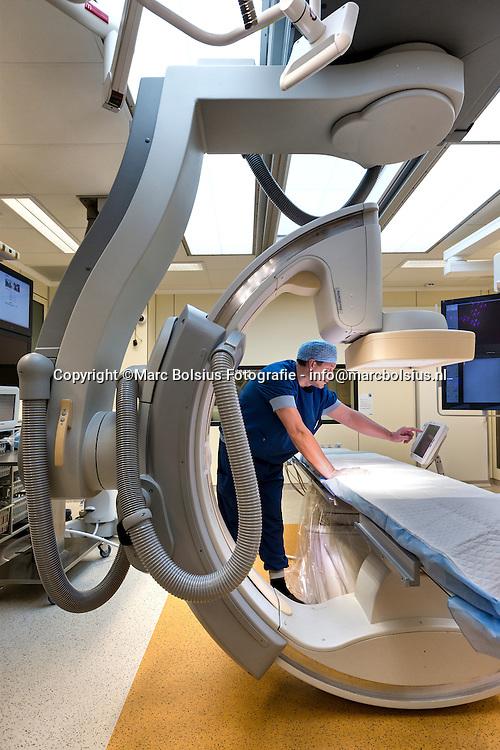 Nederland, Den Bosch,chirurg Ronald van den Haak in zijn nieuwe OK in het JBZ