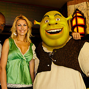 NLD/Amsterdam/20100627 - Inloop premiere Shrek 3D, Schrek monster, Ramon Beuk, Susan Smit en Jeroen Nieuwenhuize