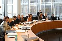 23 JAN 2002, BERLIN/GERMANY:<br /> Sitzung des Innenausschusses zur sog. V-Mann-Affaere aufgrund derer das NPD Verbotsverfahren vor dem Bundesverfassungsgericht ausgestezt wurde, Paul-Loebe-Haus, Deutscher Bundestag<br /> IMAGE: 20020123-02-003<br /> KEYWORDS: V-Mann-Affäre, Paul-Löbe-Haus, Saal, Sitzungssaal
