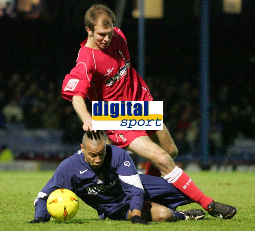 Fotball<br /> England 2004/2005<br /> Foto: SBI/Digitalsport<br /> NORWAY ONLY<br /> <br /> LDV Vans trophy Area Semi Finals.<br /> Southend v Swindon<br /> Roots Hall.<br /> 25/01/2005<br /> Swindon's Sam Parkin is tackled by Southend's Lewis Hunt