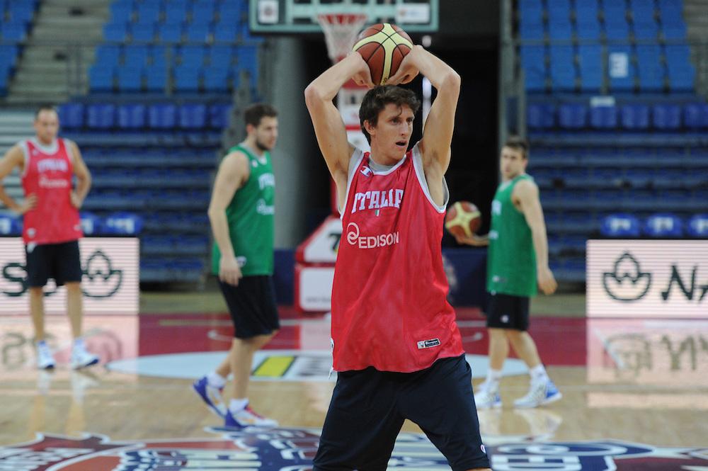 DESCRIZIONE : Pesaro allenamento All star game 2012 <br /> GIOCATORE : Achille Polonara <br /> CATEGORIA : passaggio<br /> SQUADRA : Italia<br /> EVENTO : All star game 2012<br /> GARA : allenamento Italia<br /> DATA : 09/03/2012<br /> SPORT : Pallacanestro <br /> AUTORE : Agenzia Ciamillo-Castoria/GiulioCiamillo<br /> Galleria : Campionato di basket 2011-2012<br /> Fotonotizia : Pesaro Campionato di Basket 2011-12 allenamento All star game 2012<br /> Predefinita :