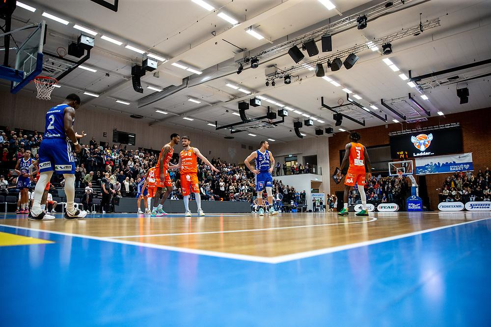 ÖSTERSUND 20211007<br /> Datorhaveri under torsdagens match i basketligan mellan Jämtland Basket och Norrköping Dolphins.<br /> Foto: Per Danielsson / Projekt.P