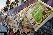 Griekenland, Athene, 5-7-2008Griekse kranten bij een kiosk.Foto: Flip Franssen