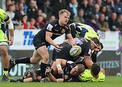 Exeter Chiefs' Stuart Townsend (centre) releases the ball during the Aviva Premiership match at Sandy Park, Exeter. PRESS ASSOCIATION Photo. Picture date: Saturday April 28, 2018. See PA story RUGBYU Exeter. Photo credit should read: Mark Kerton/PA Wire. RESTRICTIONS: Editorial use only. No commercial use.
