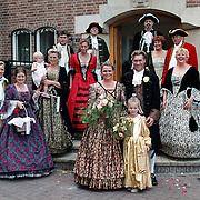 18de Eeuws huwelijk in kledij fam Bogtrop oude gemeentehuis Huizen