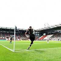 nph00001  Eckball, Marvin Knoll (St. Pauli) vor leeren Raengen im Millerntor-Stadion<br /> Hamburg, 17.05.2020, Fussball 2. Bundesliga, FC St. Pauli - 1. FC Nuernberg <br /> <br /> Foto: Tim Groothuis/Witters/Pool//via Kokenge/nordphoto