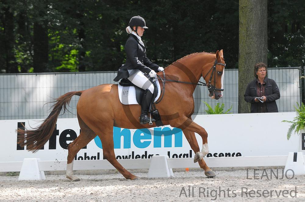 Iris Verhey - Utah<br /> CHIO Rotterdam 2012<br /> © DigiShots - Esmee van Gijtenbeek
