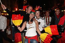 23.06.2010, Leopoldstrasse Schwabing, Muenchen, GER, FIFA Worldcup, Fanfeier nach Ghana vs Deutschland,  im Bild Fans mit Plastik h?nden, EXPA Pictures © 2010, PhotoCredit: EXPA/ nph/  Straubmeier