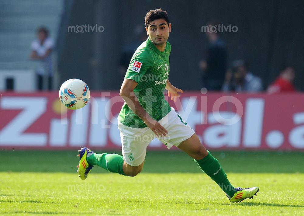 FUSSBALL   1. BUNDESLIGA   SAISON 2011/2012    3. SPIELTAG SV Werder Bremen - SC Freiburg                             20.08.2011 Mehmet EKICI (Bremen) EInzelaktion am Ball