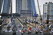 Nederland, Rotterdam, 2-10-2011Verkeer bij de Erasmusbrug in Rotterdam Zuid.Foto: Flip Franssen/Hollandse Hoogte
