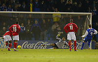 Fotball<br /> England 2004/2005<br /> Foto: SBI/Digitalsport<br /> NORWAY ONLY<br /> <br /> Coca Cola championship. 27/11/2004.<br /> <br /> GILLINGHAM V NOTTINGHAM FOREST<br /> <br /> Darius Henderson sends Forest keeper Paul Gerrard the wrong way to level the score
