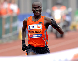 15-10-2006 ATLETIEK: MARATHON AMSTERDAM: AMSTERDAM<br /> Winnaar Solomon Bushendich bij de Amsterdam Marathon<br /> ©2006: WWW.FOTOHOOGENDOORN.NL