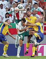 Fotball<br /> Euro 2004<br /> Portugal<br /> 14. juni 2004<br /> Foto: Witters/Digitalsport<br /> NORWAY ONLY<br /> Gruppe C<br /> Sverige v Bulgaria<br /> Marian HRISTOV, Dimitar BERBATOV, Olof MELLBERG, Teddy LUCIC