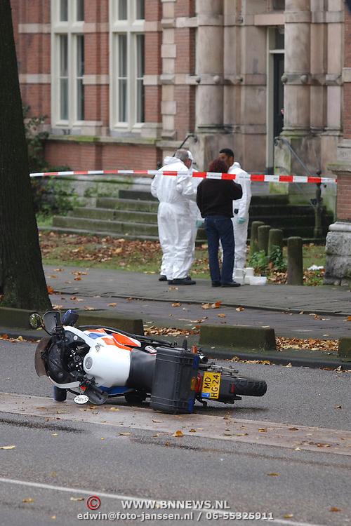 Moord Theo van Gogh Linnaeusstraat Amsterdam, technische recherche, motorfiets, politiemotor, lint, afzetting, onderzoek,