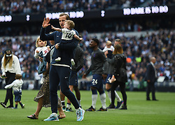 Tottenham Hotspur's Harry Kane and his family on the lap of appreciation