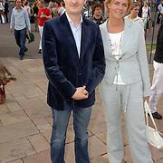 NLD/Amsterdam/20060503 - Herpremiere musical Turks Fruit Amsterdam, Irene Moors en een vriend