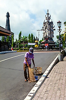 Bali, Klungkung, Semarapura. In the background the Kanda Pat statue, to the left the Puputan monument.