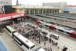 05.09.2015, Westbahnhof, Wien, AUT, Flüchtlinge auf den Weg durch die Staaten der EU, im Bild Flüchtlinge die aus den Bussen gekommen sind und der Westbahnhof // Immigrants from the Middle Eastern countries and Africa arrived at the Railway station in Vienna, Austria on 2015/09/05. EXPA Pictures © 2015, PhotoCredit: EXPA/ Sebastian Pucher