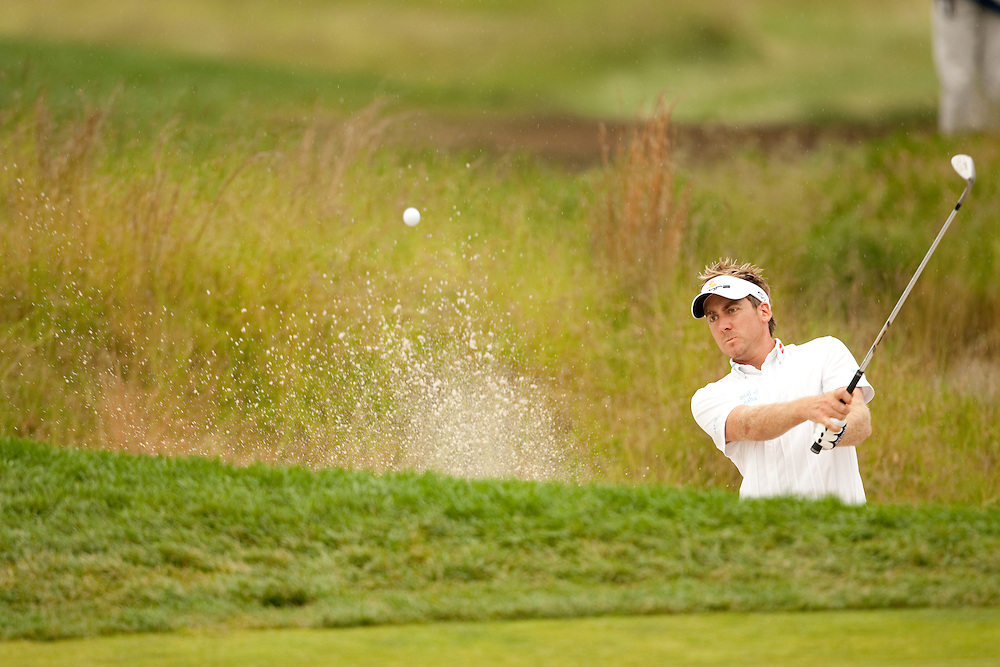 FARMINGDALE, NY - JUNE 20:  Ian Poulter hits his bunker shot during the continuation of the second round of the 109th U.S. Open Championship on the Black Course at Bethpage State Park on Saturday, June 20, 2009. (Photograph by Darren Carroll) *** Local Caption *** Ian Poulter