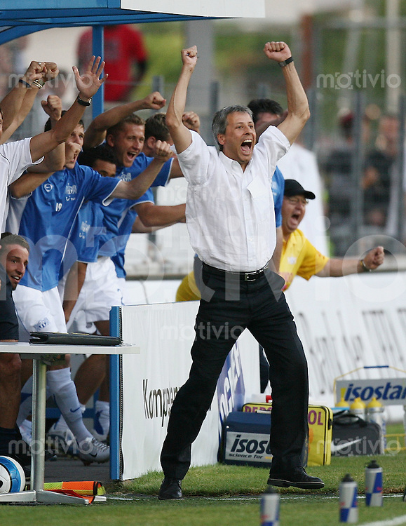 Fussball Champions League 2006/2007  Qualifikation FC Zuerich - Red Bull Salzburg JUBEL FC Z, Trainer Lucien Favre