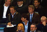 Fotball<br /> Foto: BPI/Digitalsport<br /> NORWAY ONLY<br /> <br /> Paris SG v Chelsea<br /> UEFA Champions League. Stamford Bridge, London. 24/11/2004.<br /> <br /> Charlton manager Alan Curbishly (L) and Birmingham boss Steve Bruce watch the game together.