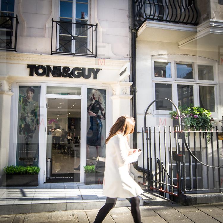 L'atelier in Curzon Street di Toni & Guy la catena internazionale di parrucchieri famosa nel mondo.<br /> <br /> Toni & Guy atelier in Curzon Street, the international company of hair stylists famous in the worldwide.