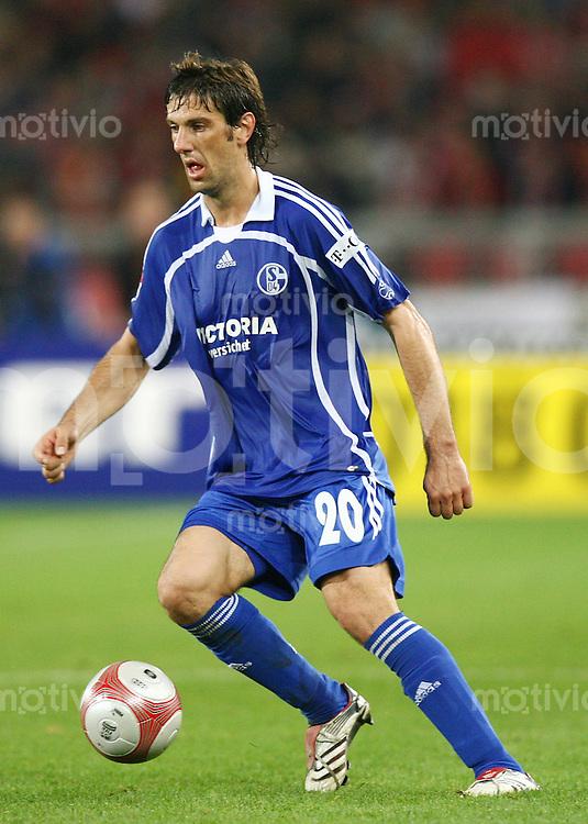 Fussball 1. Bundesliga Saison 2006/2007    9. Spieltag           VfB Stuttgart - FC Schalke 04 Mladen KRSTAJIC (Schalke), Einzelaktion am Ball.