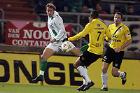 Fotball, 25. januar 2005,  NAC - FC Groningen , 1-4 , Erik Nevland i duell med Jurgen Collen