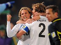 Fotball<br /> VM 2010<br /> 16.06.2010<br /> Sør Afrika v Uruguay<br /> Foto: Witters/Digitalsport<br /> NORWAY ONLY<br /> <br /> Jubel 0:1 v.l. Torschuetze Diego Forlan, Diego Lugano(Uruguay)<br /> Fussball WM 2010 in Suedafrika, Vorrunde, Suedafrika - Uruguay