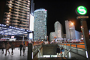 Duitsland, Berlijn, 22-8-2009 S-Bahnhof Potsdamer Platz, Sony Center und Beisheim Center. Links de toren van Sony, Bahntower, DB-tower, db tower.Foto: Flip Franssen/Hollandse Hoogte