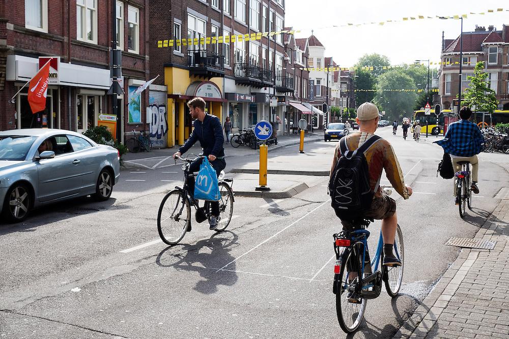 Nederland, Utrecht, 22-07-2015<br /> Fietsers in de Burgermeester Reigerstraat in Utrecht, een van de drukste straten met fietsers in Nederland.<br /> <br /> The Burgemeester Reigerstraat is one of the busiest streets with bicycles in The Netherlands.<br /> Foto: Bas de Meijer / Hollandse Hoogte